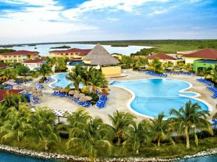 Memories Caribe Beach Resort