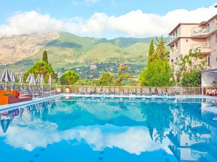 Koukounaria Hotel And Suites