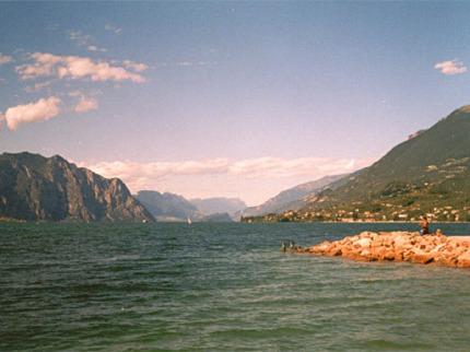 Léto u malebného jezera Garda