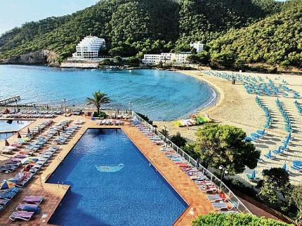 Cala Llonga Resort